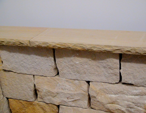 sandstein mauerabdeckung bossiert sandstein natursteine ist ein direktimport wir bieten. Black Bedroom Furniture Sets. Home Design Ideas
